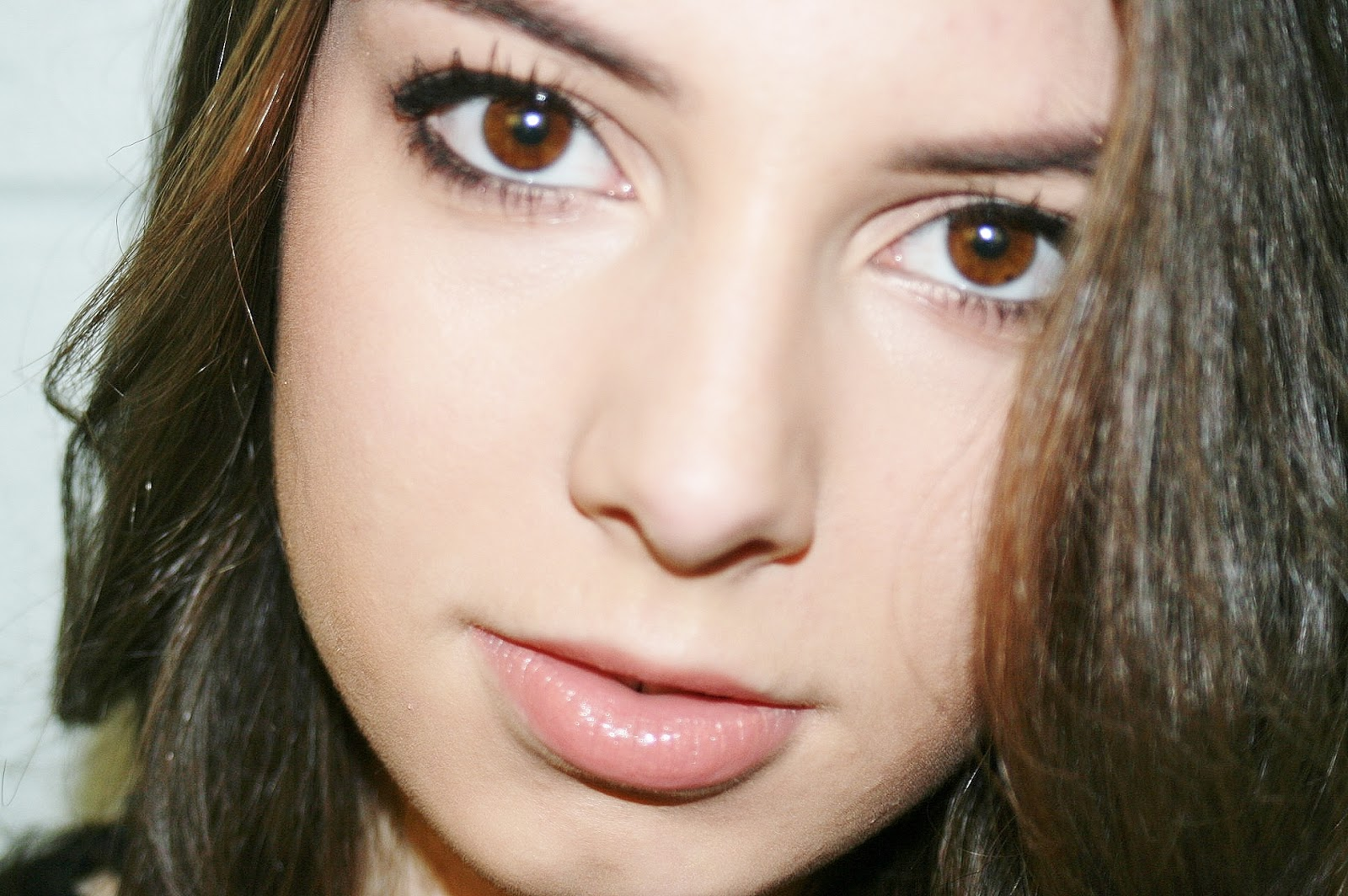 Katherine Penney Chic Makeup Look Beauty Curled Hair Smokey Eyeshadow