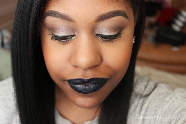 navy blue lips and makeup look