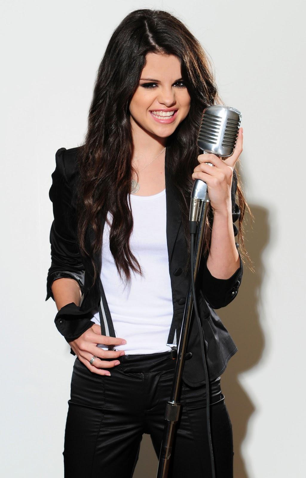 http://1.bp.blogspot.com/-xD7YfltUHbw/Te9HaIC4tuI/AAAAAAAAAL0/F75oboftRQg/s1600/Selena-Gomez-selena-gomez-7872569-1638-2560.jpg
