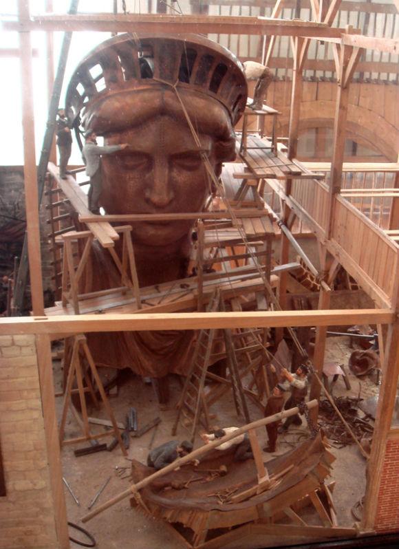 تمثال الحرية كان في الأصل لفلاحة مصرية!.. Statue_of_Liberty_Then_and_Now_4