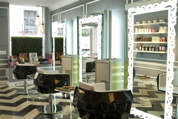 peluquería moderna nueva york ric pipino decorada en blanco negro y azul