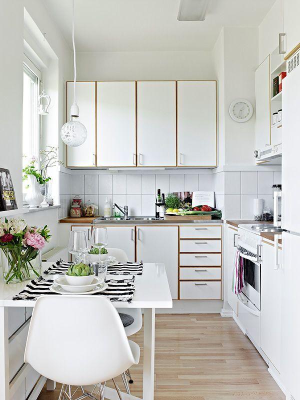 paralelo a los muebles si tienes una cocina amplia y alargada con armarios a un solo frente o en l lo mejor es situar el office en el centro - Cocinas Alargadas Y Estrechas