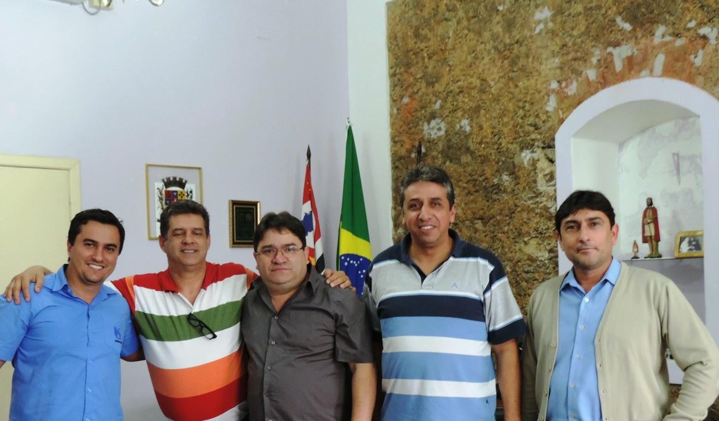 Prefeito recebe a visita do superintendente regional da Sabesp