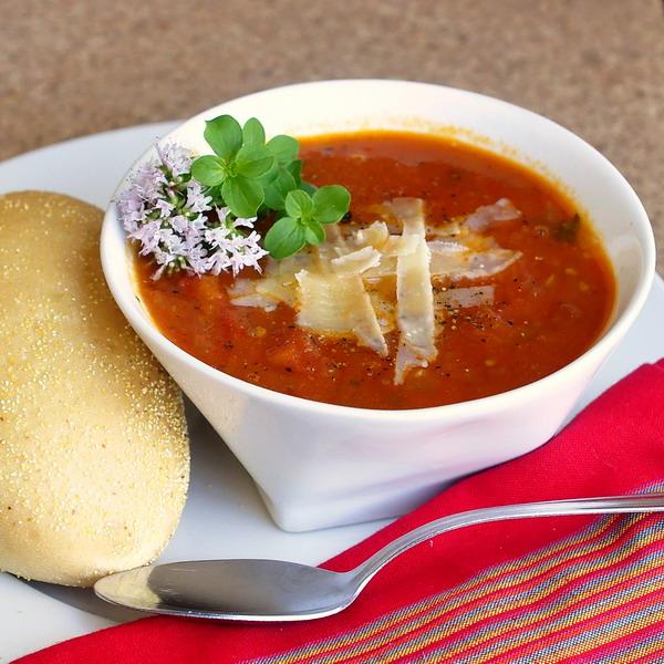 Chunky Fresh Tomato Oregano Soup