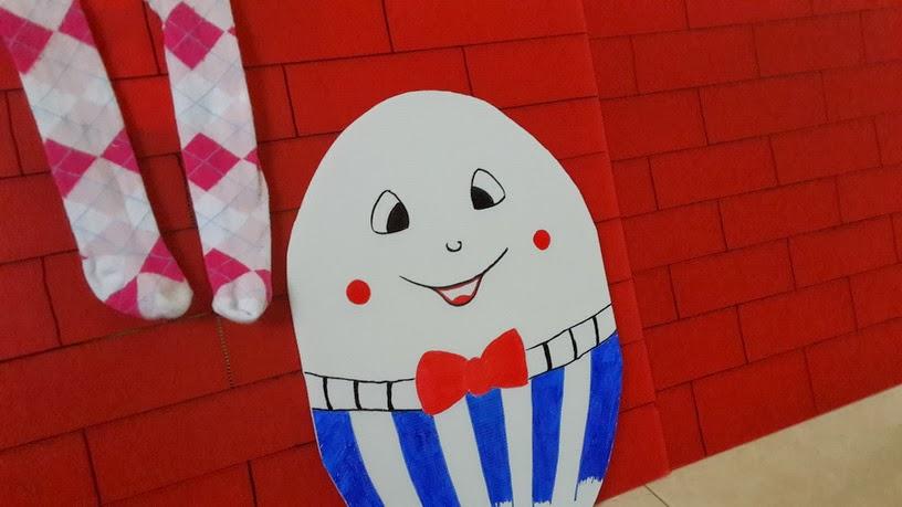Untuk si telur, saya warnai dengan spidol permanen. Modalnya cuma tiga