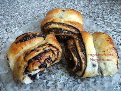 Szilvalekváros csigák, kelt tésztás sütemény recept.