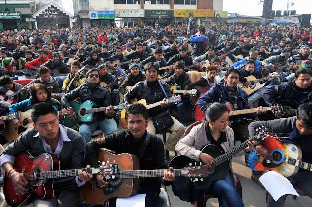 ... de John Lennon en la ciudad de Darjeeling contra las violaciones