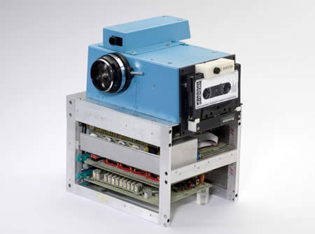 World's First Digital Camera Created by Kodak's engineer Steve Sasson