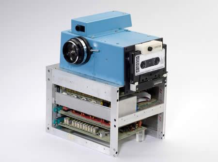 World's First Digital Camera Created by Kodak's engineer Steve Sasson