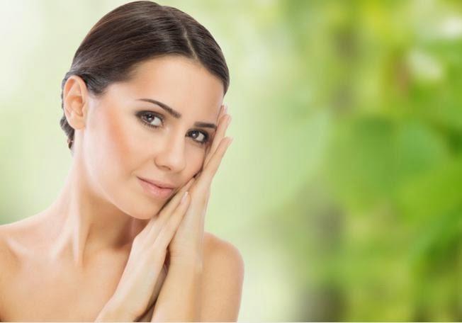 نصائح للعناية بالبشرة بحسب المراحل العمرية - بالوجه بشرة نعومة ناعمة