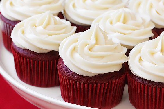 RED VELVET CUPCAKES WITH CREAM CHEESE FROSTING! | Que Pedazo De Postre ...