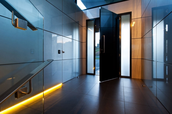 Modern entrance hallway in Dream home in black and blue