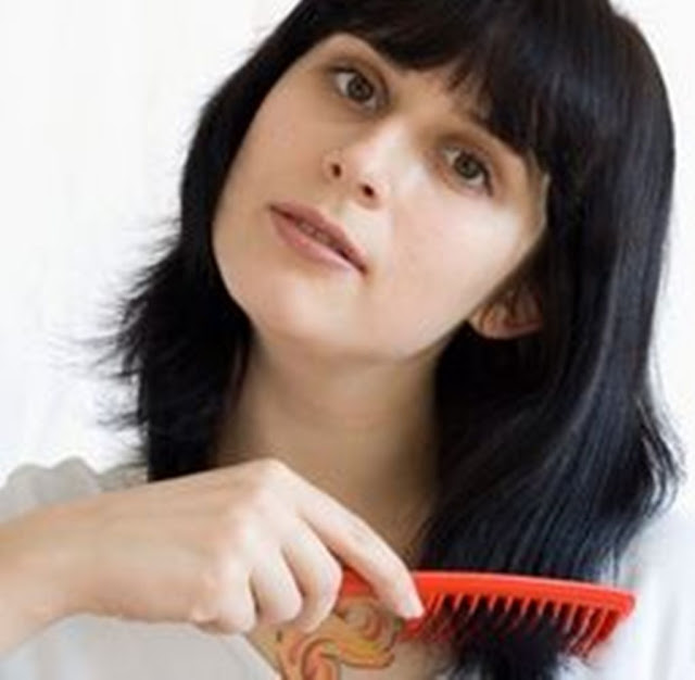 Membuat rambut kasar menjadi halus berkonsultasi dengan penata rambut