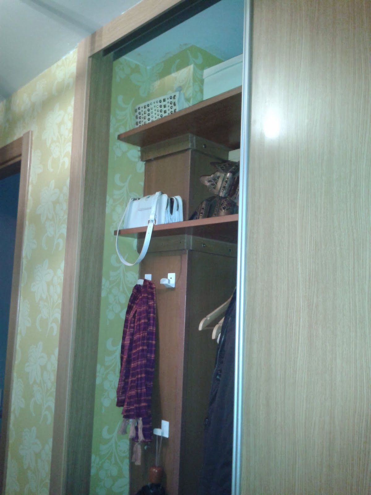 Lacasaconchanclas papel pintado como fondo de armario for Papel pintado armario