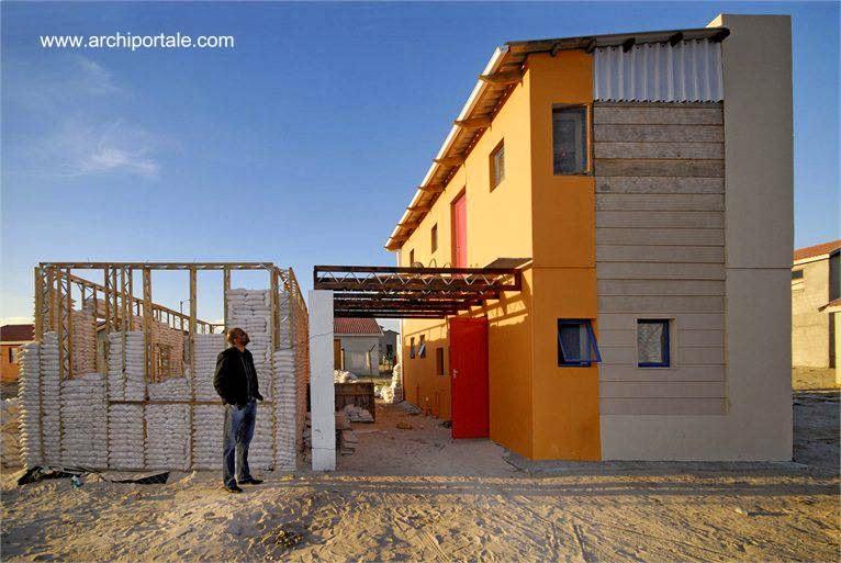 Casas de bajo costo hechas con bolsas de arena de Sudáfrica