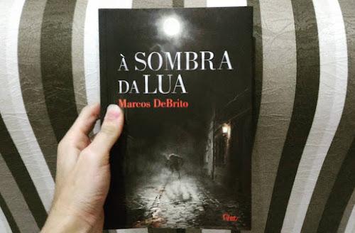 À Sombra da Lua - Marcos DeBritto