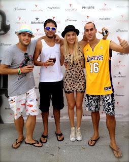 Juan Pablo Hidalgo y Jenaro Perez con Liv de grupo Nervo y un amigo en la fiesta F*** Me I'm Famous