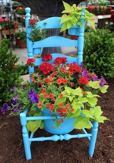 Creative Planter Box Idea #planter #outdoorplanter #planterboxes #outdoor @SimplyDesigning