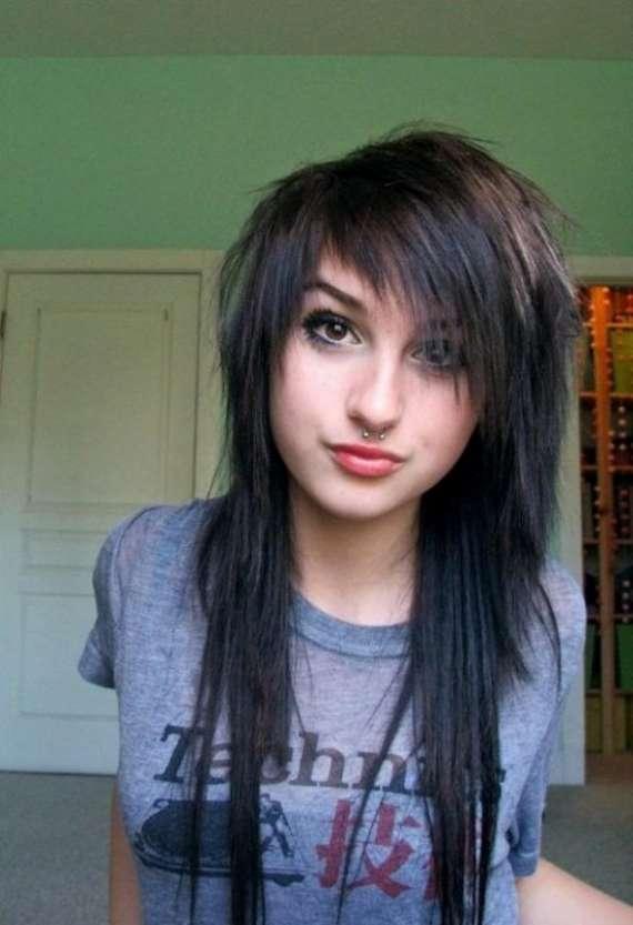 http://1.bp.blogspot.com/-xG-oS93nk2M/TaadoaUVWQI/AAAAAAAAALM/0NBt1Q1MjB8/s1600/long-emo-hair-girls-B.jpg