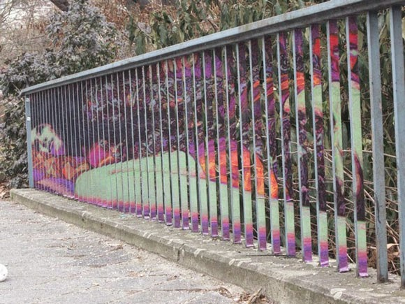 الفن الخفـــي على الـــاسوار Hidden-Street-Art-on-Railings-by-Zebrating-06.jpg