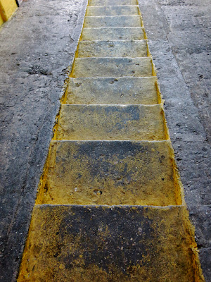 Up & Down Yelow, by Guillermo Aldaya / PhotoConversa