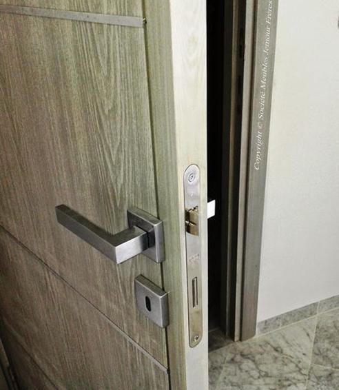 Portes dintérieur pleines pour appartement en bois massif ...