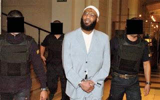 Nizar Trabelsi pendant son extradition de Belgique vers les Etats-Unis pour y être jugé.