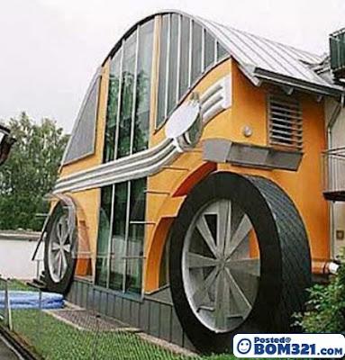 Rumah Berbentuk Sebuah Kereta