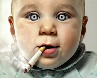 Image bébé qui fume - photo bébé drôle