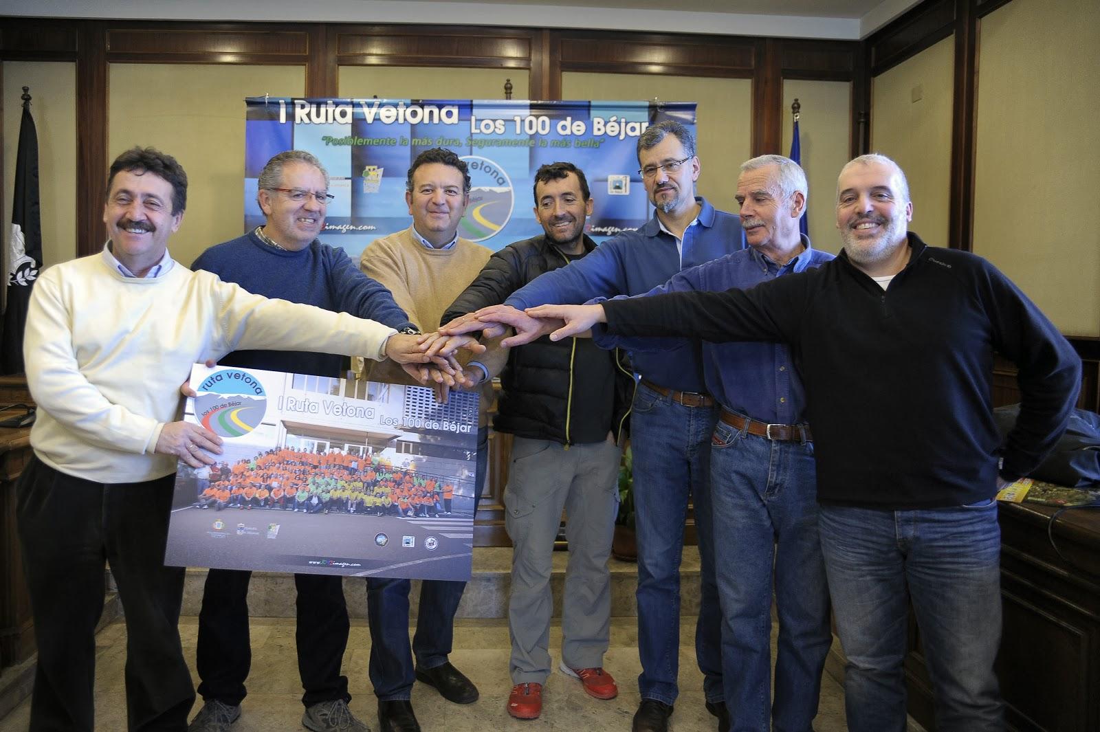 concejales y organizadores duratne la presentación de la II Ruta Vetona