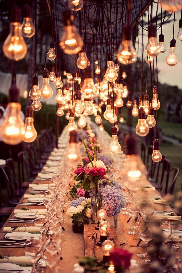 Répartissez des ampoules réparties à des hauteurs différentes. Un