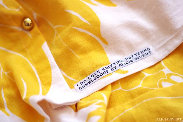 aliciasivert, alicia sivertsson, alster och makeri, sy, sömnad, kjol, blommig, tyg, second hand, diy, gör det själv, skapa, handarbete, sew, sewing, skirt, flowers, sypeppen, gul, citrongul, solgul, remake, återbruk, gardin, guldknappar, guldknapp