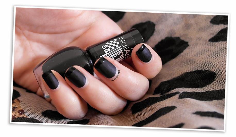 Manicura francesa en negro. Astor Check Matte