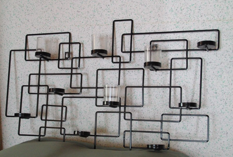 les annonces de tuyet cadeau inutile n 1 un bougeoir mural. Black Bedroom Furniture Sets. Home Design Ideas