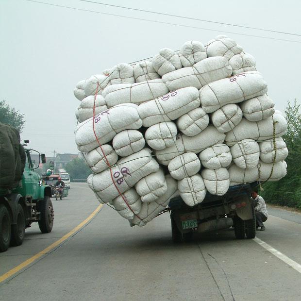 Foto Kendaraan Membawa Beban Berlebih