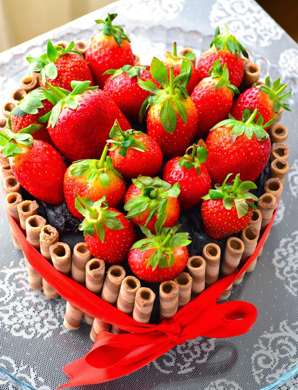 Çilekli Çikolatalı Sevgililer Günü Pastası