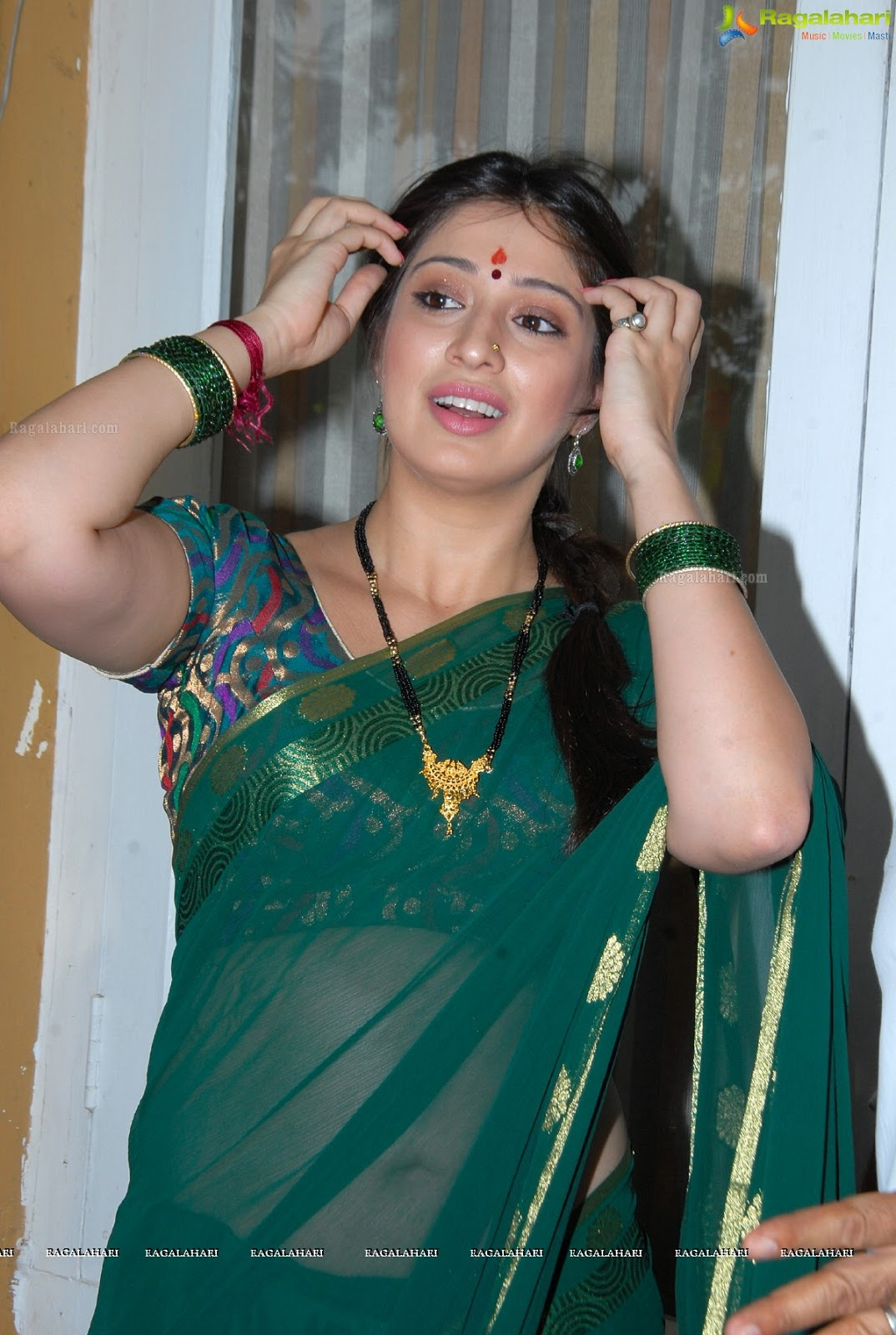 Vasundhara Das Hot Kiss Hot navel show in saree Vasundhara Das Hot Kiss