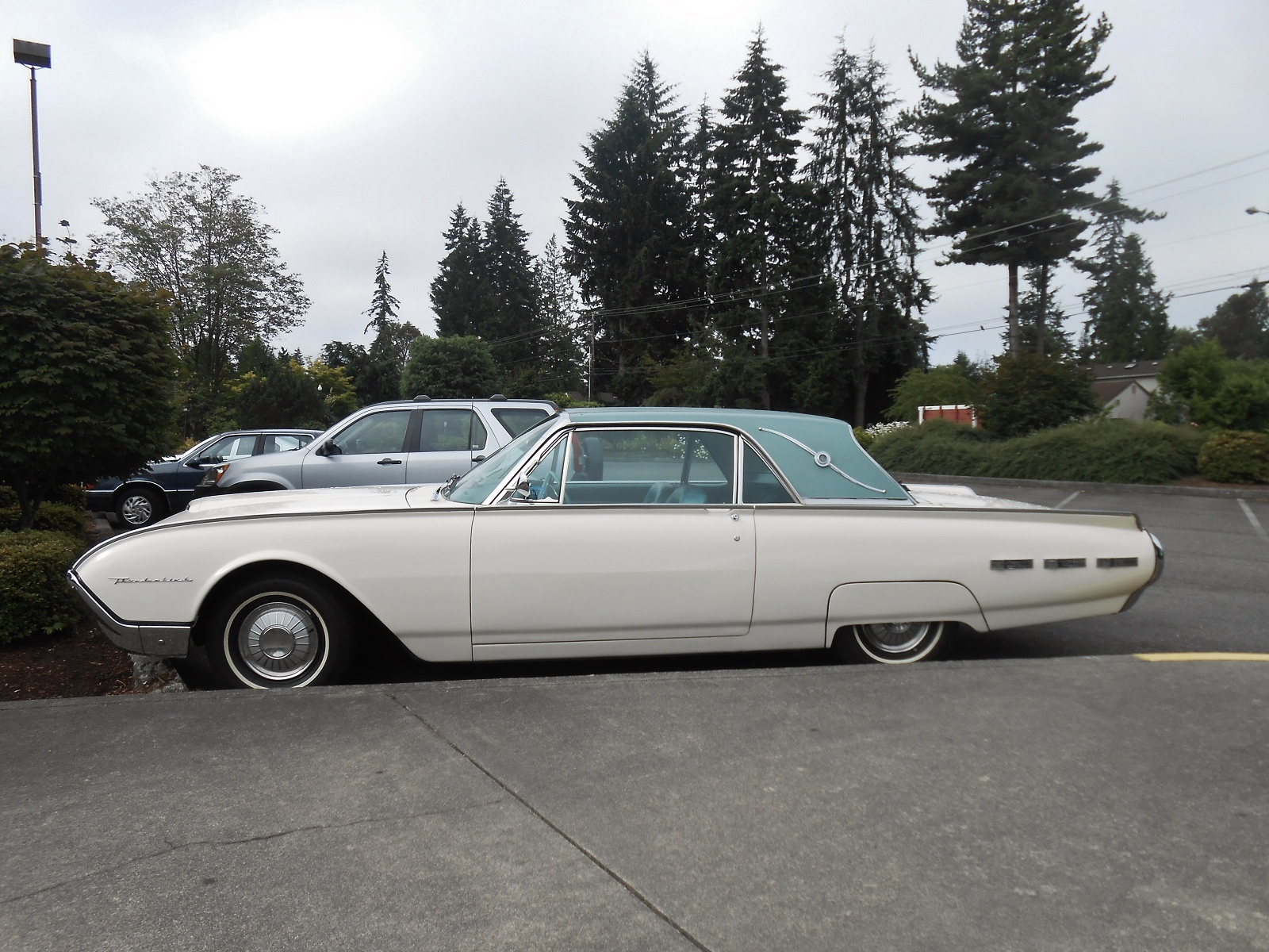 seattle 39 s parked cars 1962 ford thunderbird landau. Cars Review. Best American Auto & Cars Review