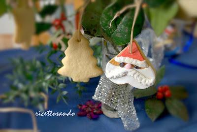 Biscotti speziati di Natale ricetta dolce da appendere all'albero