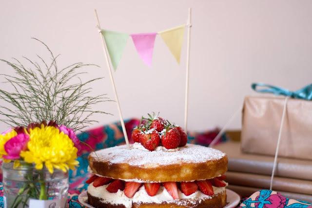 elderflower, vanilla, strawberry, cream, sponge, cake, recipe, baking, food, blog, blogger