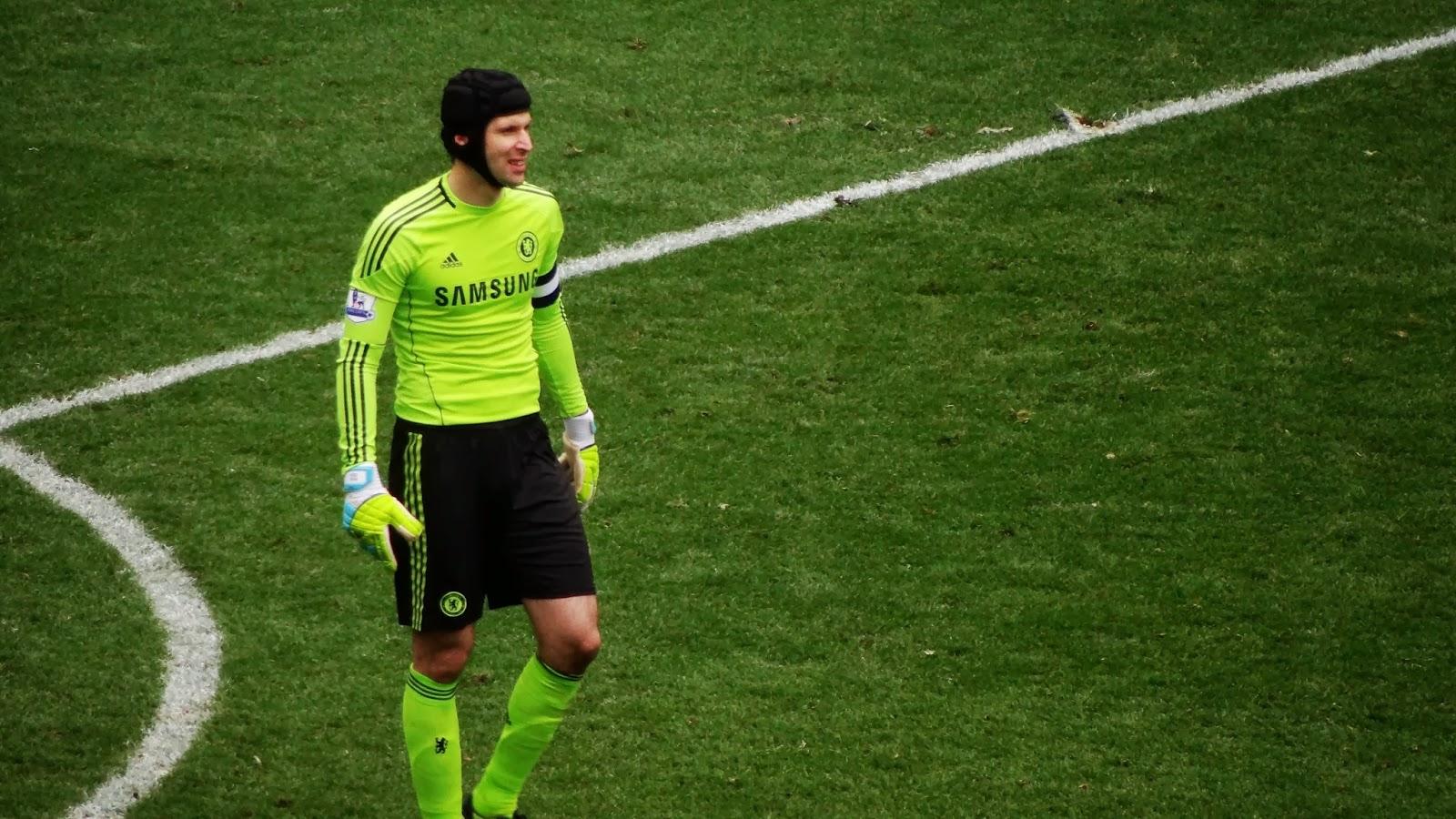 Petr Čech o 5° melhor goleiro do pro evolution soccer 2013.