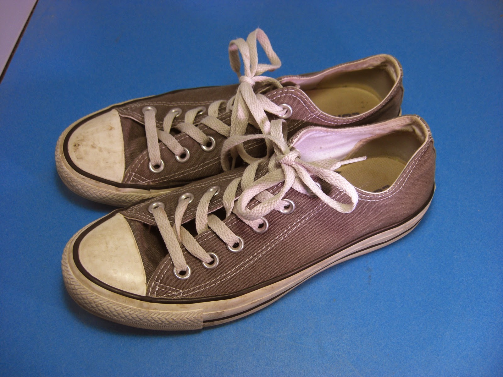 http://bargaincart.ecrater.com/p/20523976/converse-signature-unisex-gray-sneakers?keywords=converse