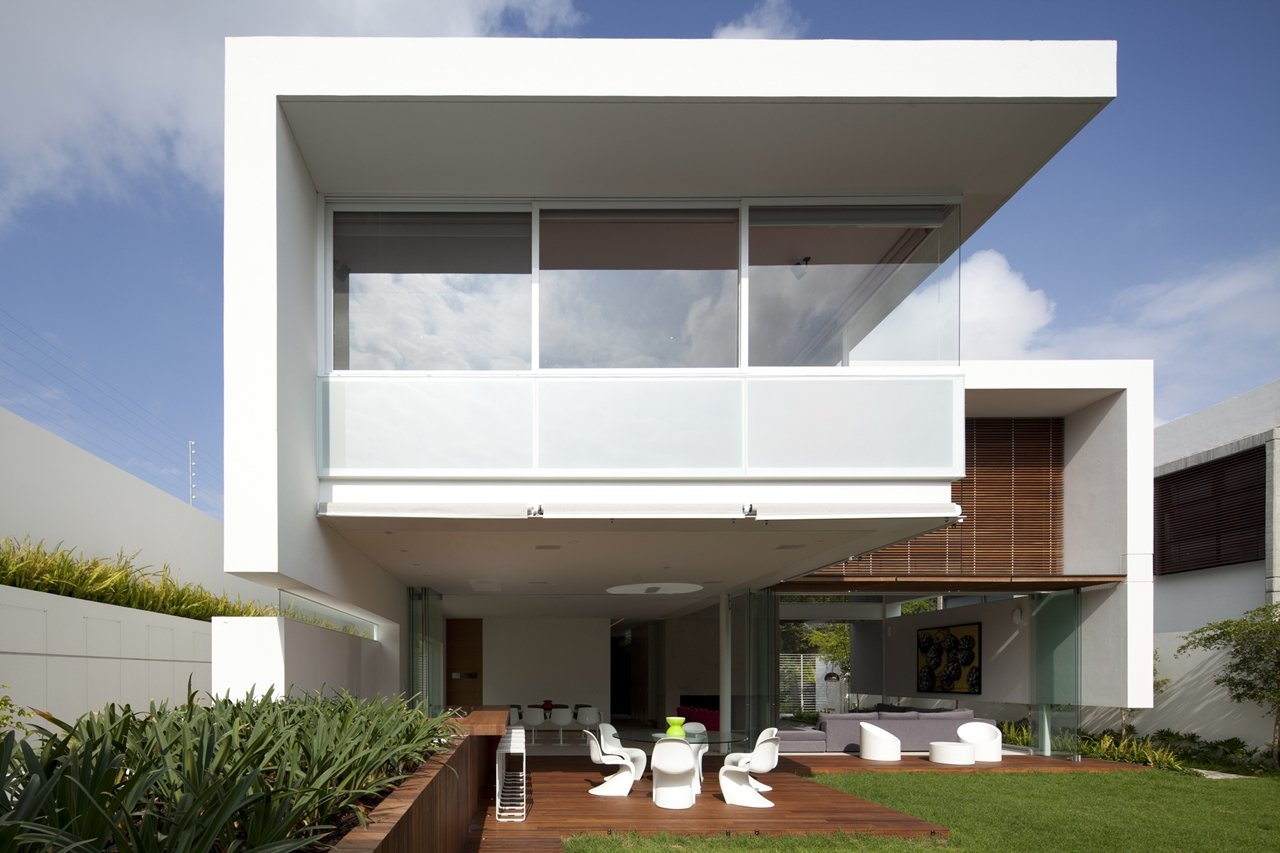 World of architecture ff house questioning the gravity mexico for Exterior architecture