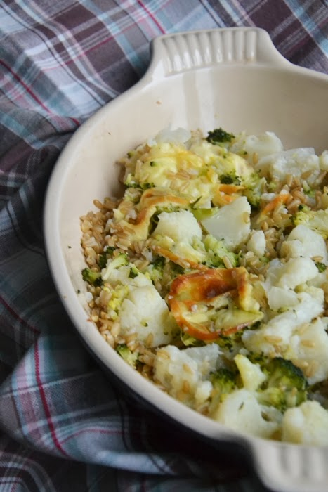 insalata calda di avena con cavolfiori, broccoli e provola affumicata