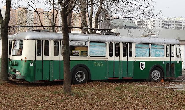 Trolejbusy w Warszawie przy ulicy Ostrobramskiej na Witolinie