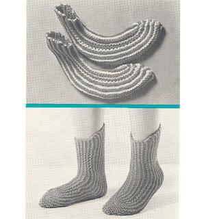 Free Knitting Pattern 578-K Cottage Slipper Socks : Lion