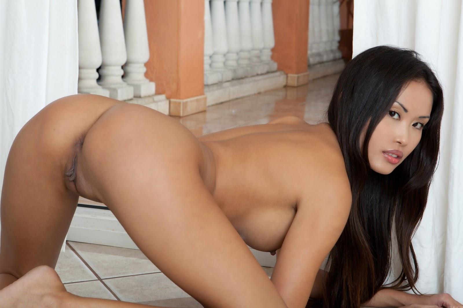 фото голые девка китаянка раком
