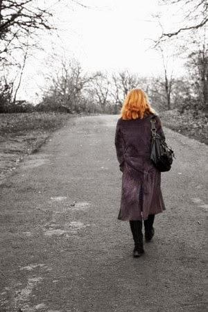 5 Kepribadian Wanita dari Sikap Saat Berjalan