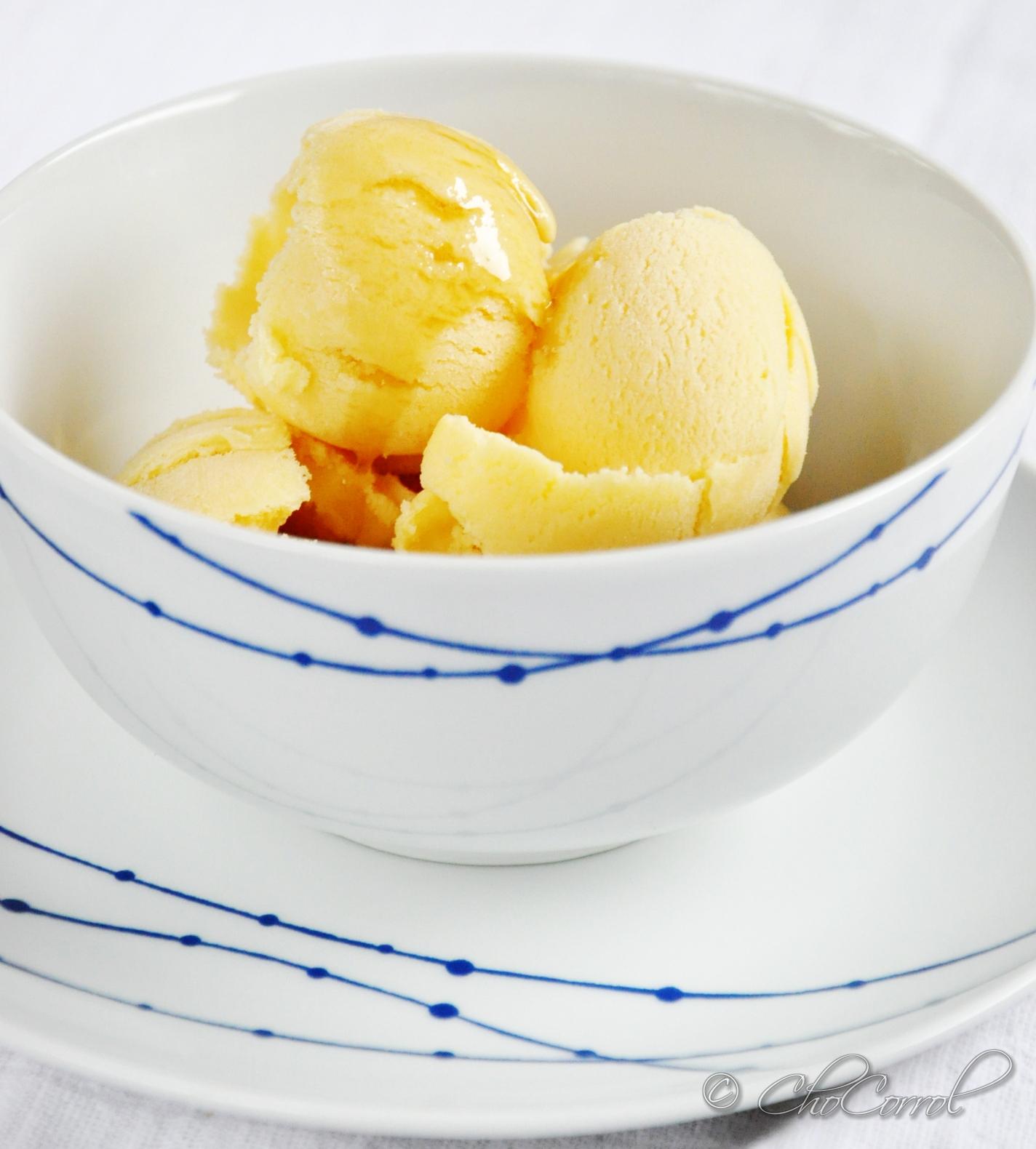 ... , oLoRes...CoLoRs, TaSTeS, SmeLLS: maple ice-cream/helado de maple