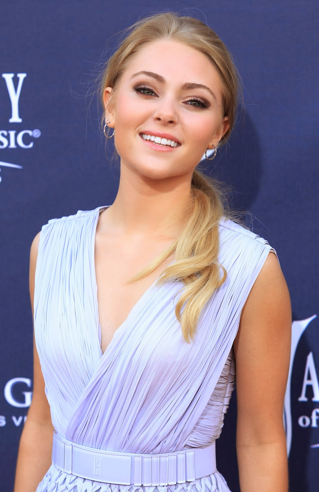 red carpet dresses annasophia robb 46th annual academy